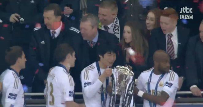 Ki kisses League Cup